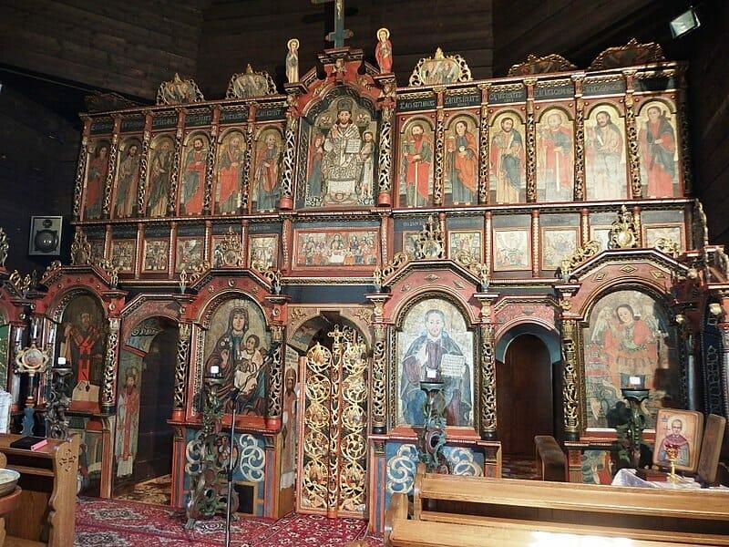 Interiér kostola v Ladomirovej