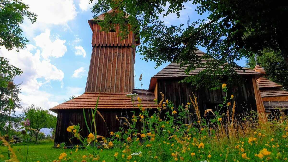 Drevený kostol Ochrany Presvätej Bohorodičky v Jedlinke
