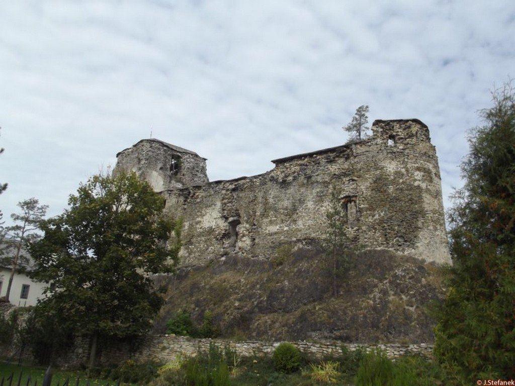 Pohľad na Hrad v Liptovskom Hrádku pre rekonštrukciou