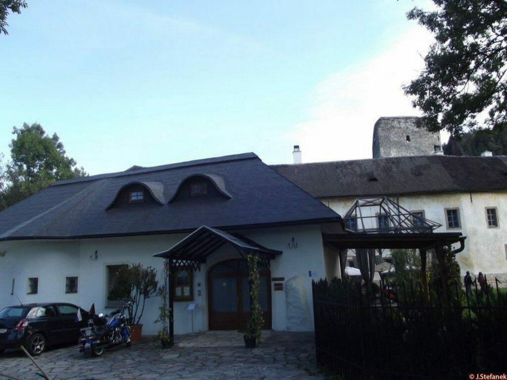 Vstup do Kaštieľa v Liptovskom Hrádku – dnes vstup do reštaurácie