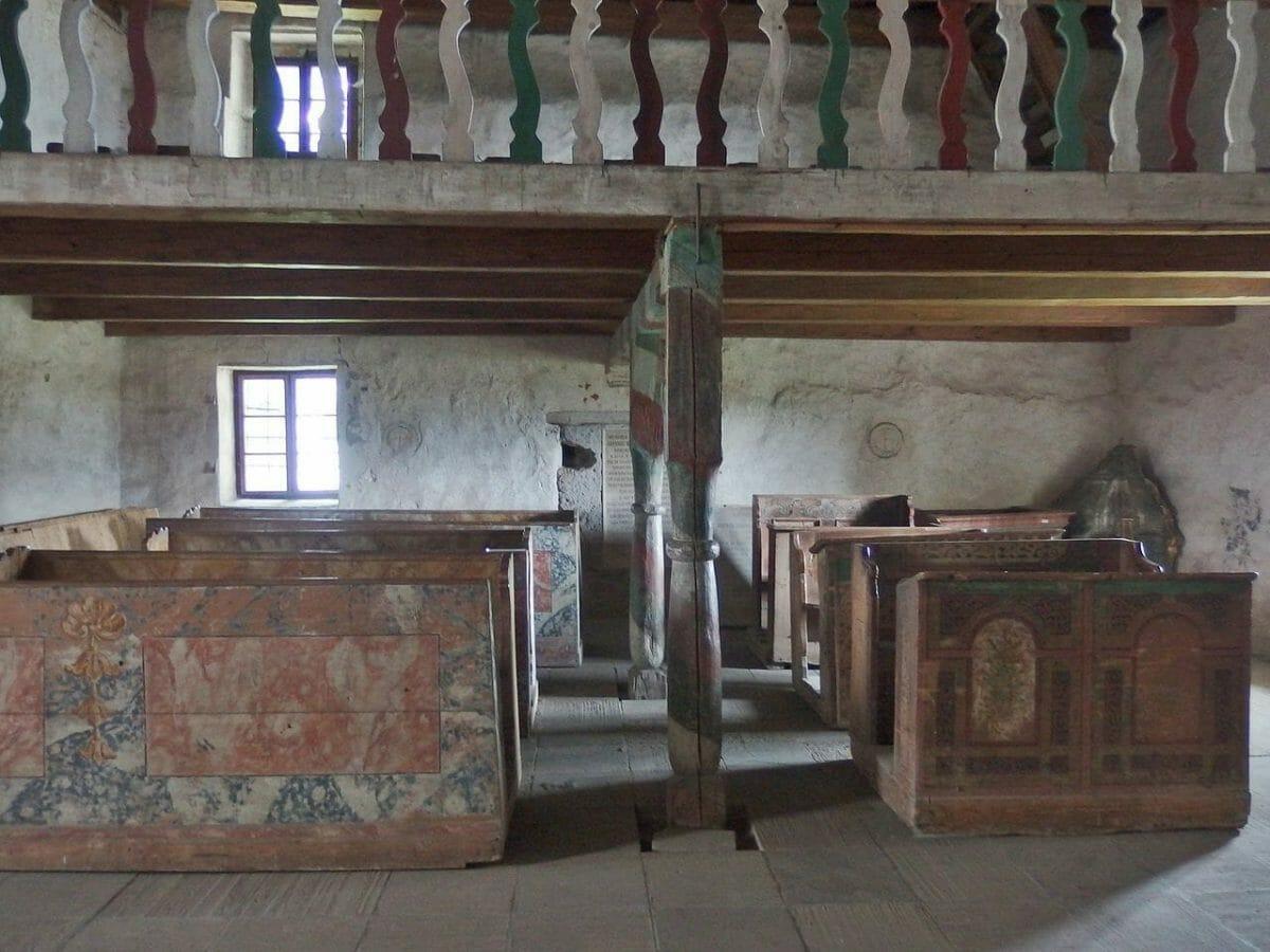 Interiér Kostola všetkých svätých v Ludrovej