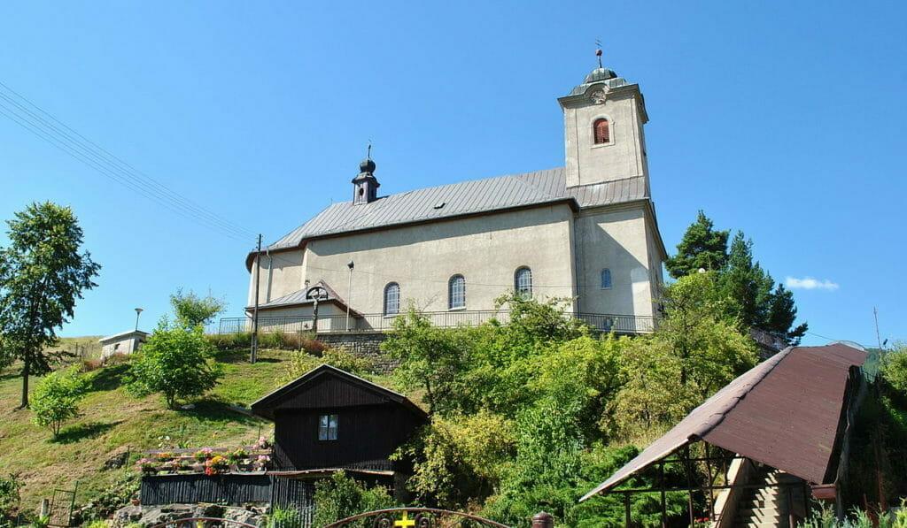 Panoramatický pohľad na Kostol všetkých svätých v Ludrovej