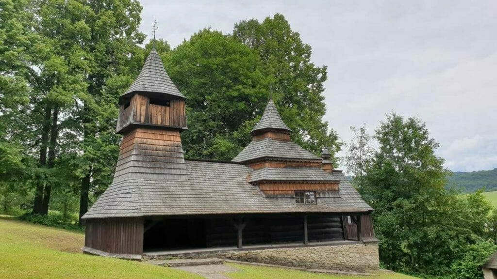 Drevený kostol v Lukove