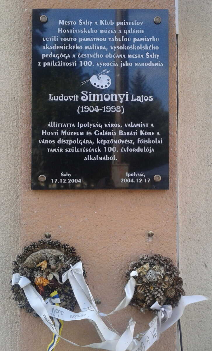 Pamätná tabuľa Ľudovíta Simonyiho, ktorá bola vyhotovená mestom Šahy k 100. výročia narodenia