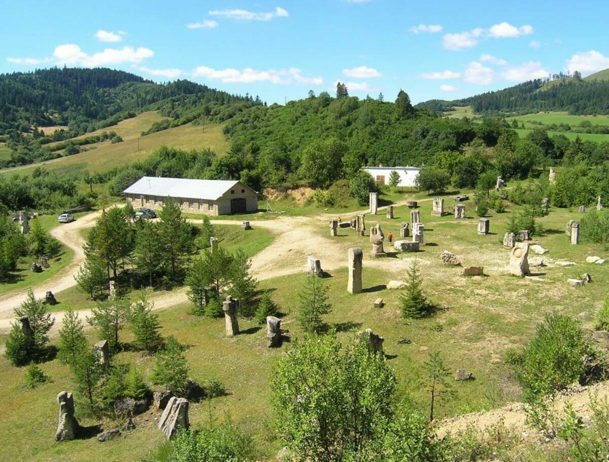 Areál Medzinárodného sochárskeho sympózia Vyšné Ružbachy