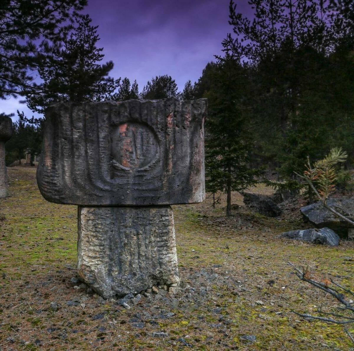 Travertínová socha neznámeho autora – súčasť Národnej kultúrnej pamiatky vo Vyšných Ružbachoch