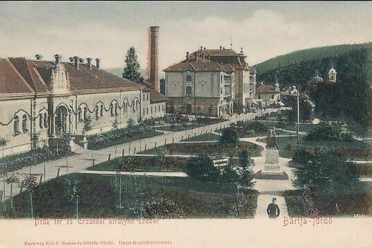 Hotel Alžbeta a Astória, vpopredí kúpeľný park